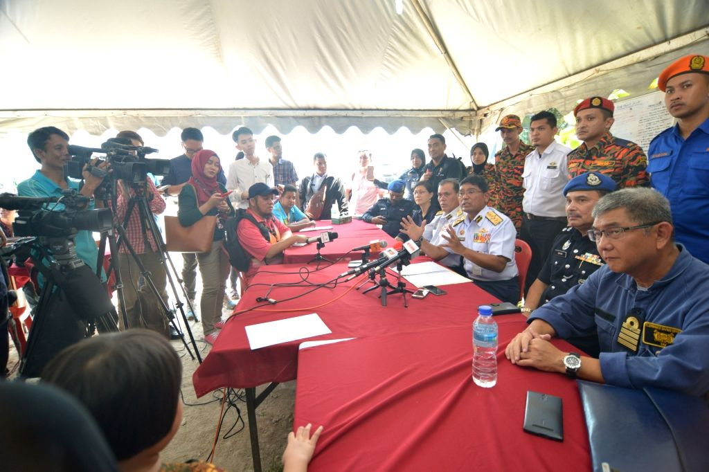 MUAR(MALAYSIA), March 22, 2018 Zulkifili Abu Bakar (front R3), chief of Malaysian Maritime Enforcement Agency (MMEA), speaks at a press conference in Parit Jawa in southern Malaysian ...