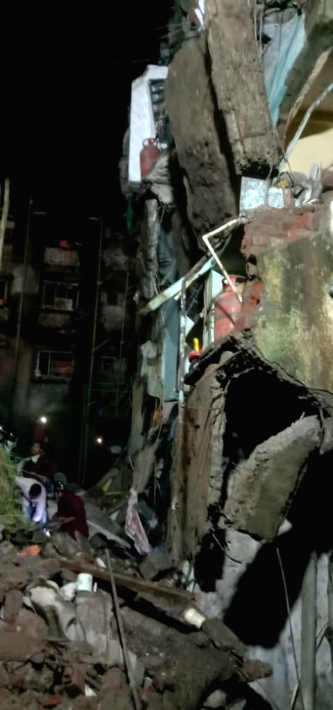 Muilding collapse in Thane.