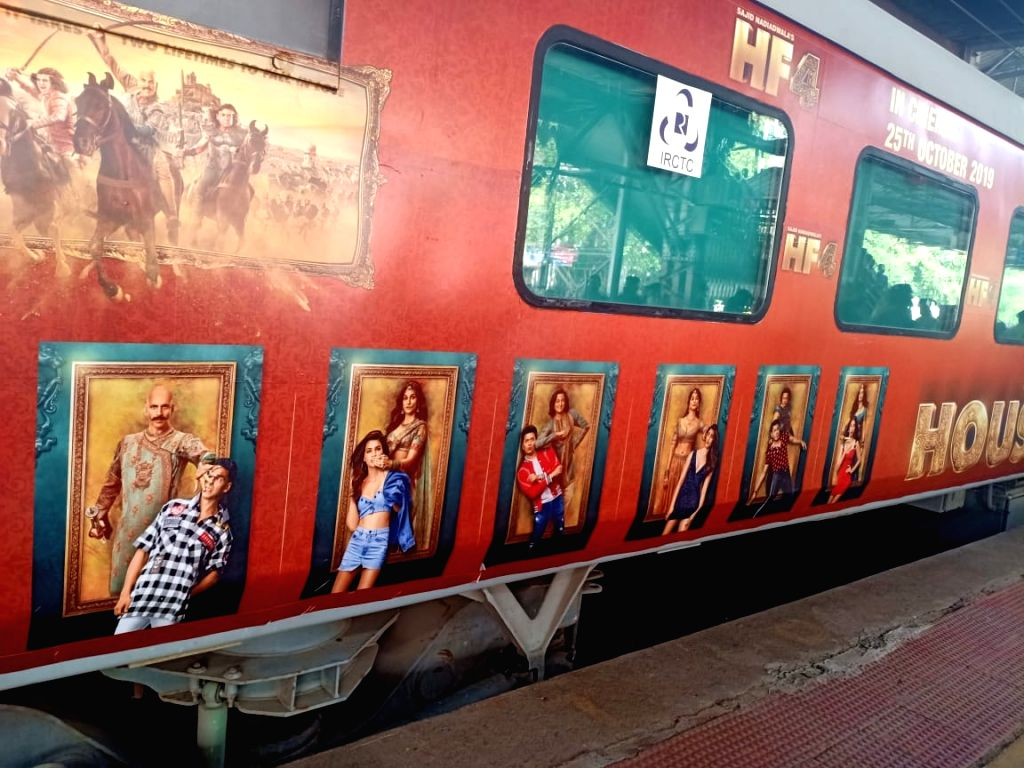 """Mumbai: A special promotional train travelling from Mumbai to Delhi as part of 'Housefull4Express' rail journey during """"Housefull 4"""" promotions, at Borivali railway station in Mumbai on Oct 16, 2019. (Photo: IANS)"""