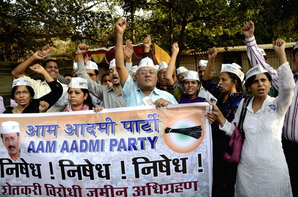 Aam Aadmi Party (AAP) workers stage a demonstration against amendments to the land acquisition act, made through an ordinance at Azad Maidan in Mumbai, on Jan 5, 2015.