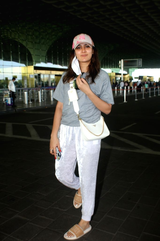 Mumbai : Aastha Gill Spotted at Airport Departure on Wednesday, october 06, 2021.