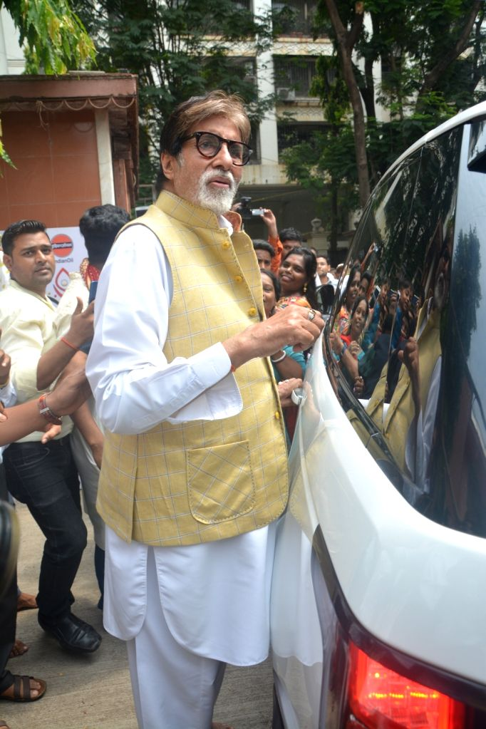 :Mumbai: Actor Amitabh Bachchan visits Durga Puja Pandal in Khar, Mumbai on Oct 17, 2018. (Photo: IANS).