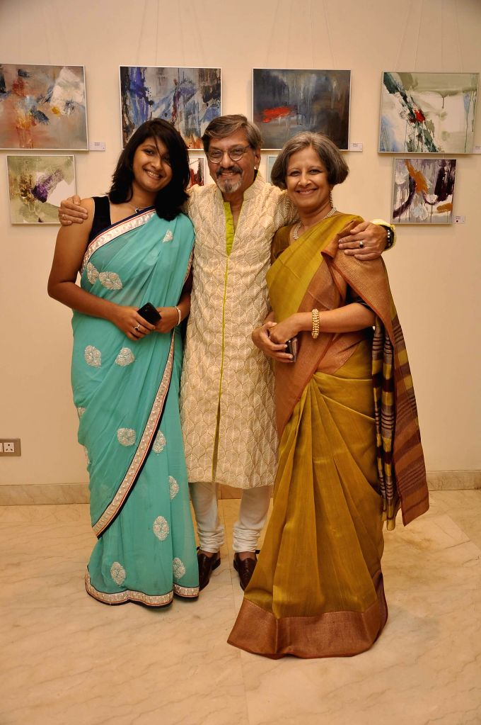 Actor Amol Palekar along with his wife Sandhya Gokhle and daughter Samiha during his painting exhibition, in Mumbai on Nov 25, 2014.