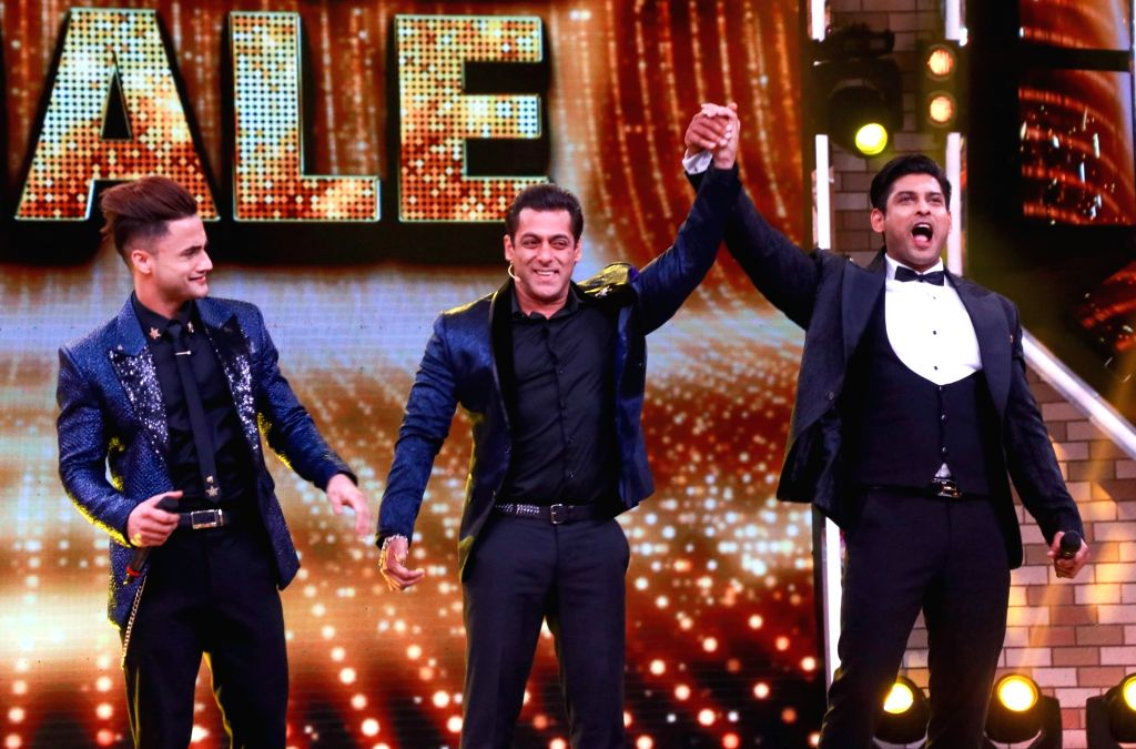 Mumbai: Actor and Bigg Boss 13 host Salman Khan with one of the three finalists Asim Riaz and winner Siddharth Shukla at the grand finale of the reality show, in Mumbai on Feb 16, 2020. (Photo: IANS) - Salman Khan