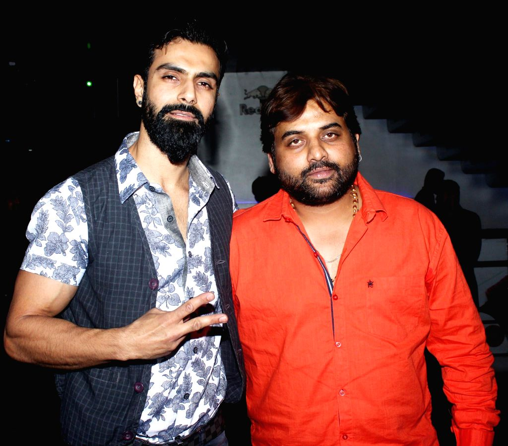 Actor Ashmit Patel and Sandeep Shukla during the launch of debut album Main Ladki Hoon by Sofia Hayat in Mumbai on March 20, 2015. - Ashmit Patel