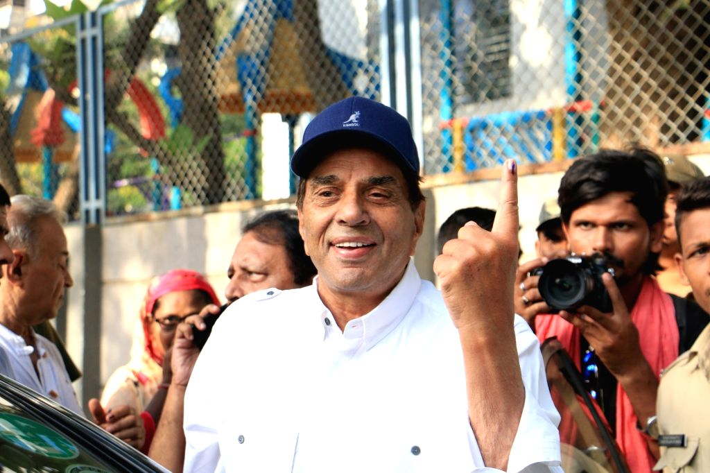 Mumbai: Actor Dharmendra show their forefingers marked with indelible ink after casting vote during the fourth phase of 2019 Lok Sabha elections in Mumbai on April 29, 2019. (Photo: IANS) - Dharmendra