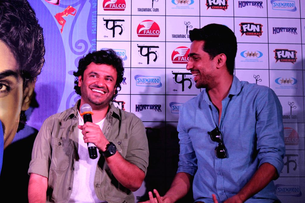 Actor Gulshan Devaiya and filmmaker Vikas Bahl during the press conference of film Hunterrr in Mumbai, on March 26, 2015 - Gulshan Devaiya