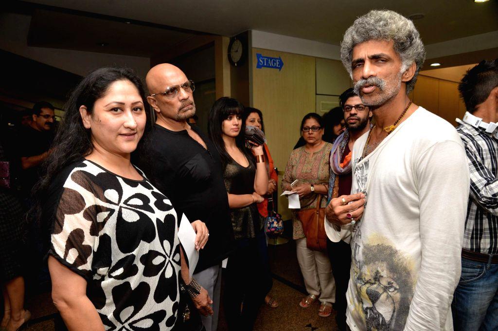 Actor Makarand Deshpande and TV actress Jayati Bhatia during Ashvin Gidwani`s play Two to Tango Three to Jive, in Mumbai on April 4, 2015. - Makarand Deshpande