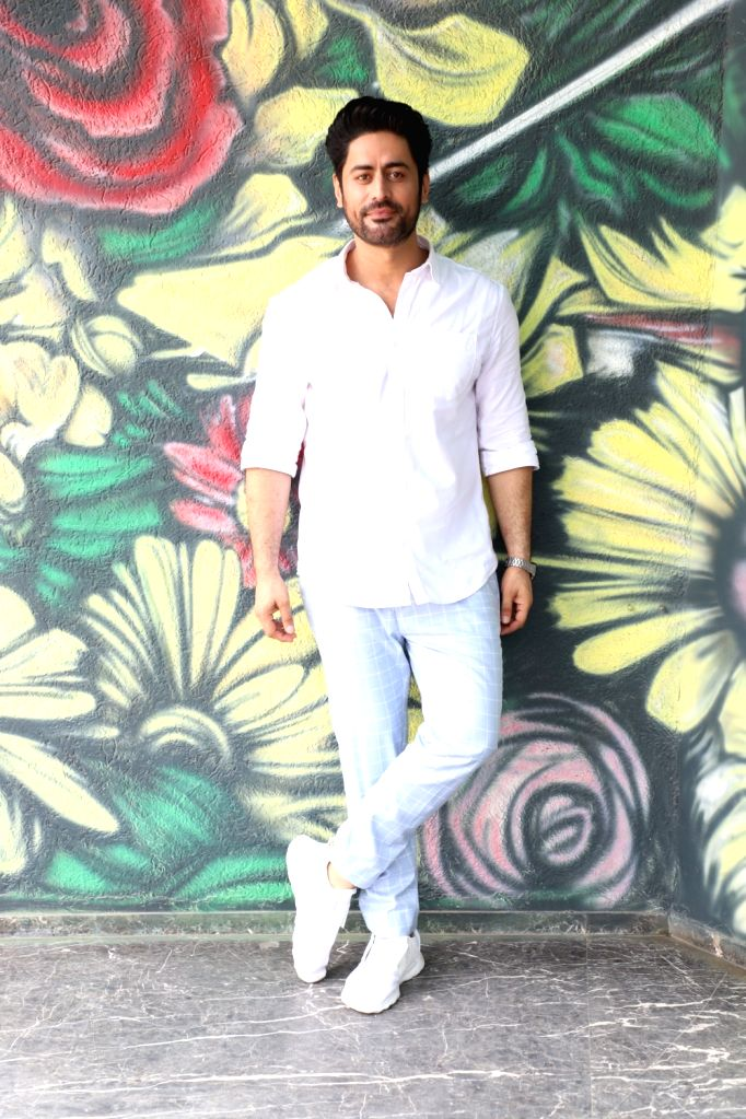 "Mumbai: Actor Mohit Raina at the promotion of his upcoming web series ""Kaafir"" in Mumbai on June 20, 2019. (Photo: IANS) - Mohit Raina"