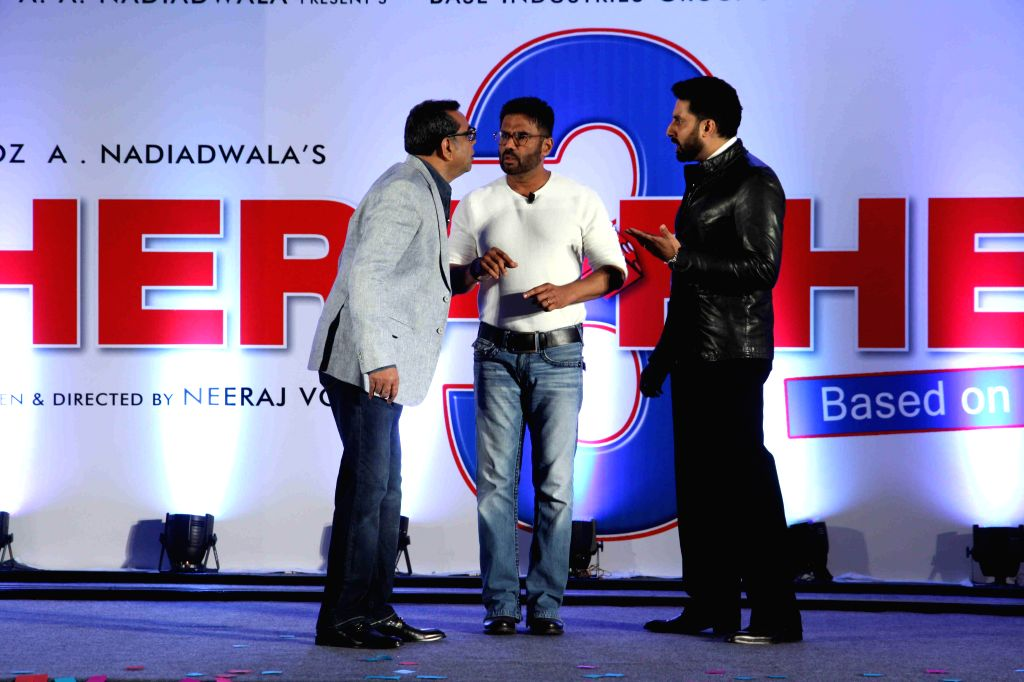 Actor Paresh Rawal,Abhishek Bachchan and Sunil Shetty during during unveiling of the starcast of film Hera Pheri 3, in Mumbai, on Jan. 12, 2015. - Paresh Rawal, Abhishek Bachchan and Sunil Shetty