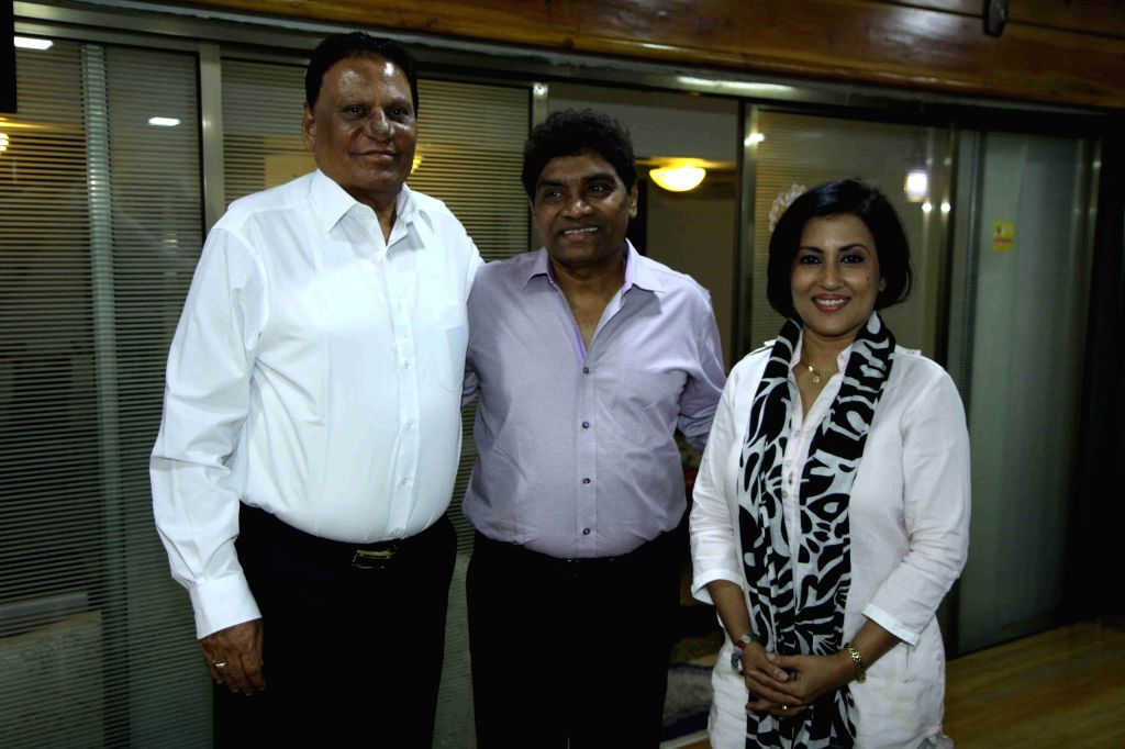 Actor Sangram Singh, singer Madhushree Bhattacharya, filmmaker C.G. Patel, actor Johnny Lever, filmmaker Anil Sharma and Robby Badal during the album launch of Bawara Na Ban in Mumbai, on ... - Sangram Singh, G. Patel, Sharma and Robby Badal