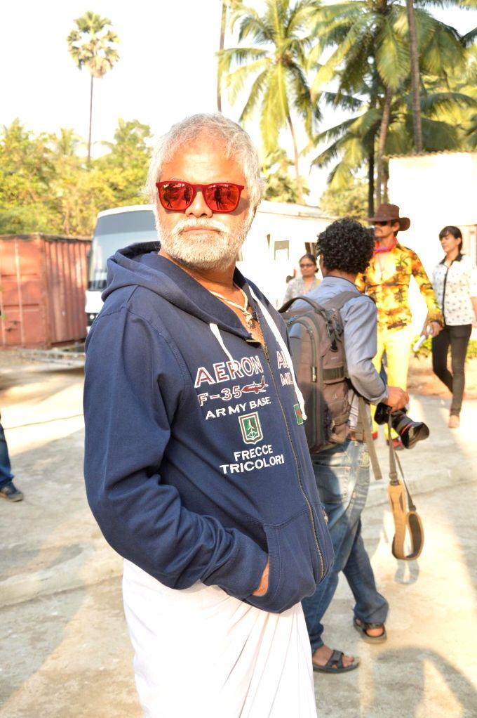 Actor Sanjay Mishra during the on location shoots of film Gun Pe Done in Mumbai, on Dec 8, 2014. - Sanjay Mishra