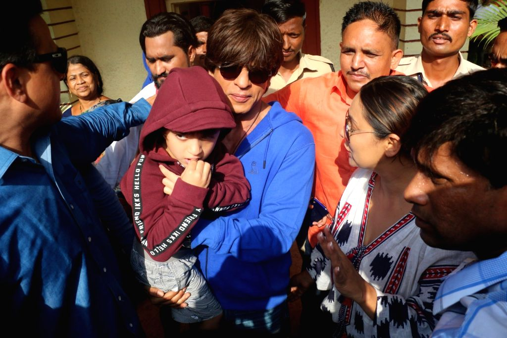 Mumbai: Actor Shah Rukh Khan and his wife Gauri Khan along with their son AbRam Khan, arrive to cast their votes for the fourth phase of 2019 Lok Sabha elections in Mumbai, on April 29, 2019. (Photo: IANS) - Shah Rukh Khan