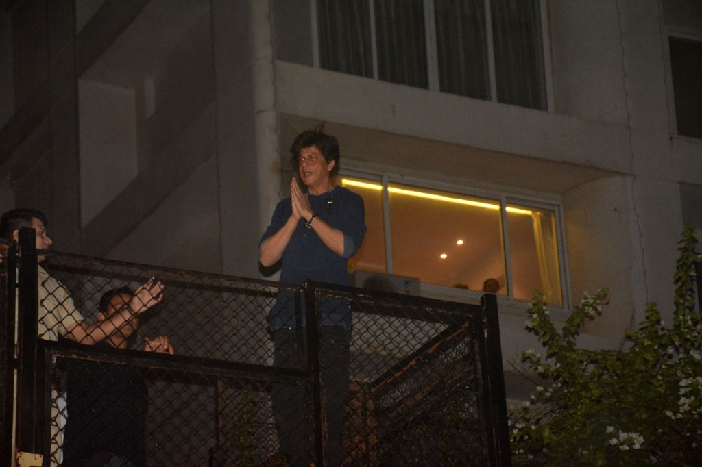 Mumbai: Actor Shah Rukh Khan greets his fans from his residence - Mannat on his 53rd birthday in Mumbai on Nov 2, 2018. - Shah Rukh Khan