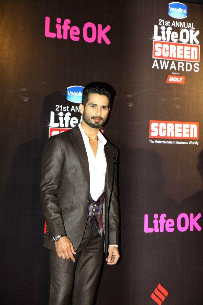 Actor Shahid Kapoor during the 21st Annual Life OK Screen Awards in Mumbai on Jan. 14, 2015. - Shahid Kapoor