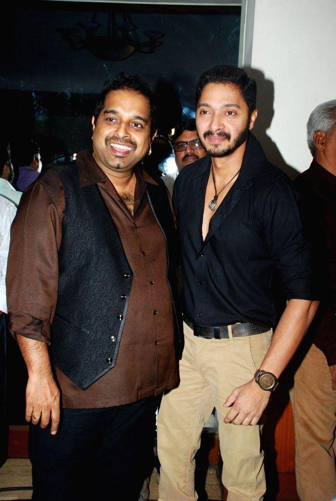 Actor Shreyas Talpade with singer Shankar Mahadevan during the Sata Lota music launch in Mumbai on 7th Jan 2015
