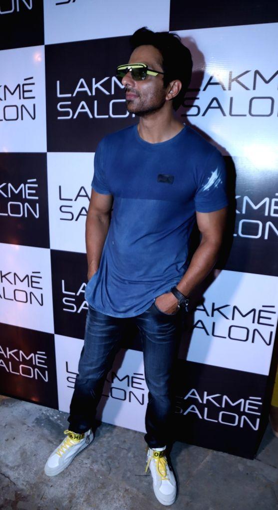 Mumbai: Actor Sonu Sood during inauguration of a salon in Mumbai's Juhu on May 20, 2018. - Sonu Sood
