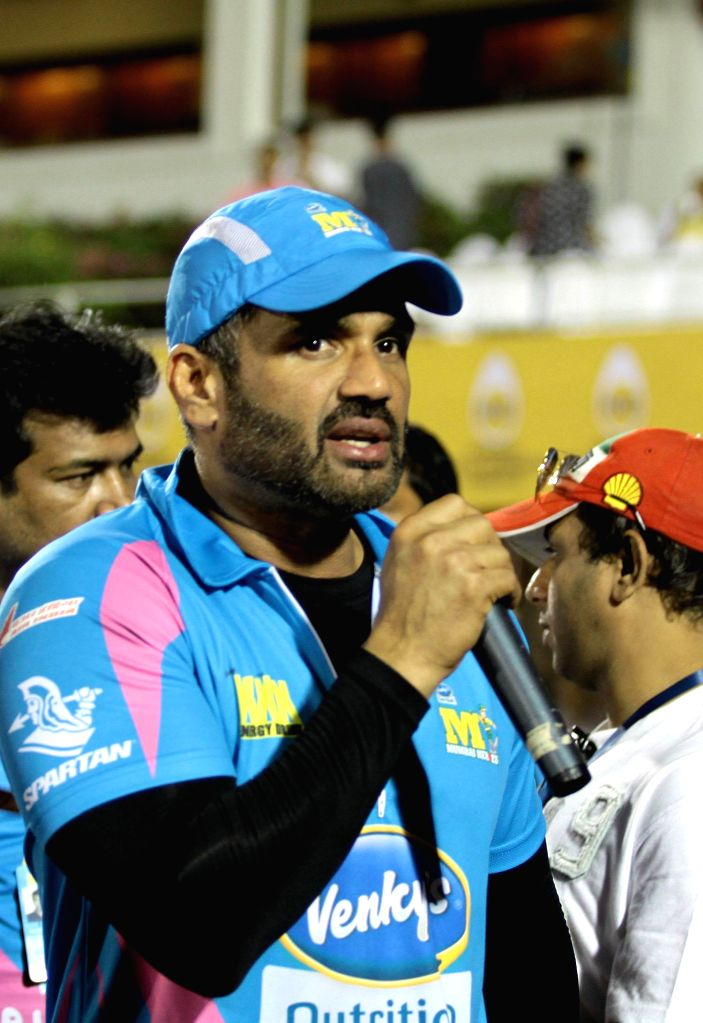 Actor Sunil Shetty during the Celebrity Cricket League (CCL) in Mumbai, on jan. 10, 2015. - Sunil Shetty