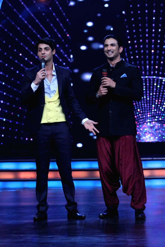 Actor Sushant Singh Rajput with host Karan Wahi during the promotion of film Detective Byomkesh Bakshi on the sets of Zee TV`s, reality show, Dance India Dance Super Moms in Mumbai, on March ... - Sushant Singh Rajput