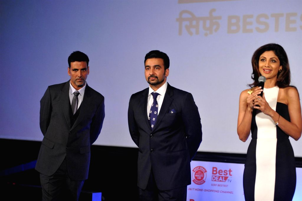 Actors Akshay Kumar and Shilpa Shetty with Raj Kundra during launch of Best Deal TV, India's first celebrity driven 24/7 Home Shopping Channel in Mumbai on March 5, 2015. - Akshay Kumar, Shilpa Shetty and Raj Kundra
