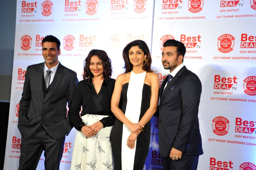 Actors Akshay Kumar, Sonakshi Sinha and Shilpa Shetty with Raj Kundra during launch of Best Deal TV, India's first celebrity driven 24/7 Home Shopping Channel in Mumbai on March 5, 2015. - Akshay Kumar, Sonakshi Sinha, Shilpa Shetty and Raj Kundra