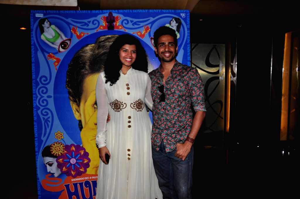 Actors Gulshan Devaiya and Veera Saxena during the trailer launch of upcoming film 'Hunterrr'in Mumbai, on Jan. 15, 2015. - Gulshan Devaiya and Veera Saxena