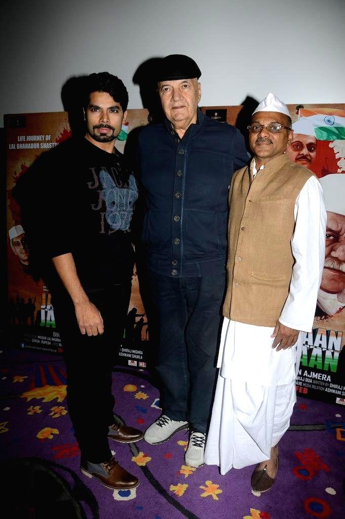 Actors Jatin Khurana , Akhilesh Jain, and Prem Chopra during the trailer launch of film Jai Jawaan Jai Kisaan in Mumbai, on Jan. 16, 2015. - Jatin Khurana, Akhilesh Jain and Prem Chopra