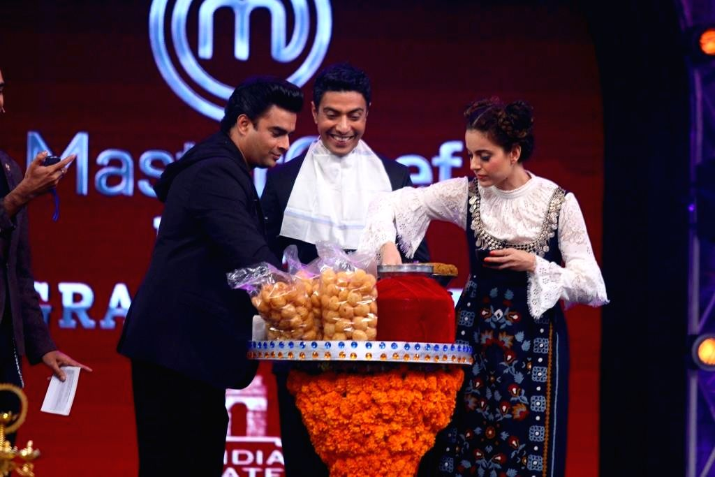 Actors R. Madhavan and Kangna Ranaut at the grand finale of ``MasterChef India 4`` in Mumbai on April 12, 2015. - R. Madhavan and Kangna Ranaut