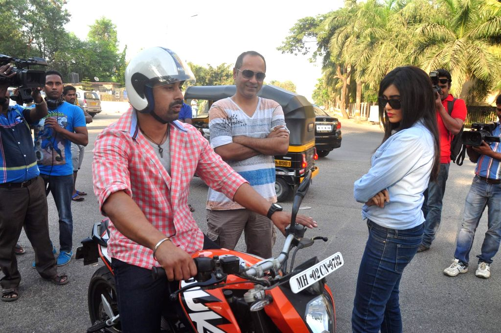 Actors Ranvijay Singh and Adha Sharma during on location shoots of Life OK television serial Pukaar, in Mumbai on Dec 7, 2014. - Ranvijay Singh and Adha Sharma