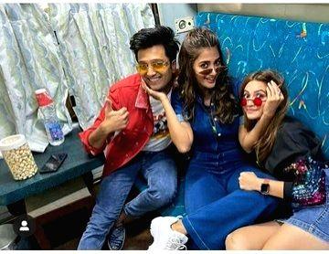 "Mumbai: Actors Riteish Deshmukh, Pooja Hegde and Kriti Kharbanda travel by a special promotional train from Mumbai to Delhi as part of 'Housefull4Express' rail journey during ""Housefull 4"" promotions, in Mumbai on Oct 16, 2019. (Photo: IANS) - Riteish Deshmukh, Pooja Hegde and Kriti Kharbanda"