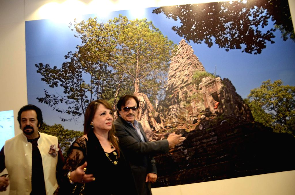 Actors Sanjay Khan and Akbar Khan at Shiv Sena Chief Uddhav Thackeray`s photography exhibition organised to raise funds for drought affected farmers, in Mumbai, on Jan 6, 2015. - Sanjay Khan and Akbar Khan