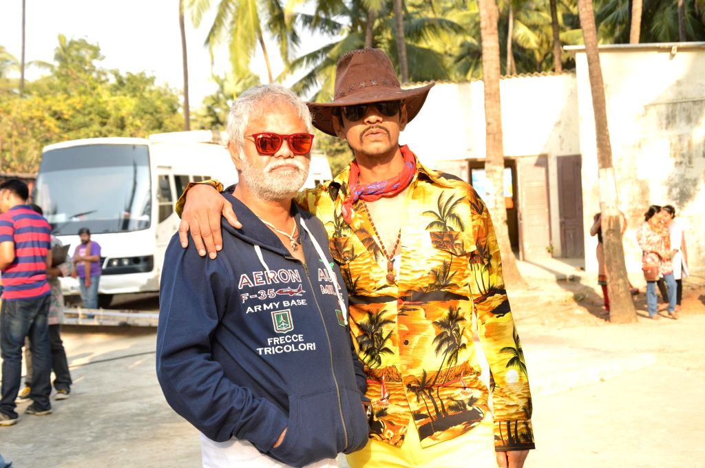 Actors Sanjay Mishra and Vijay Raaz during the on location shoots of film Gun Pe Done in Mumbai, on Dec 8, 2014. - Sanjay Mishra and Vijay Raaz