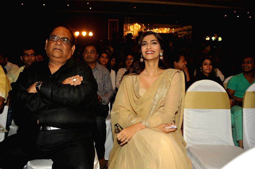 Actors Satish Kaushik and Sonam Kapoor during the launch of Irshad Kamil`s book Ek Maheena Nazmon Ka , in Mumbai on Jan. 3, 2015. - Satish Kaushik and Sonam Kapoor