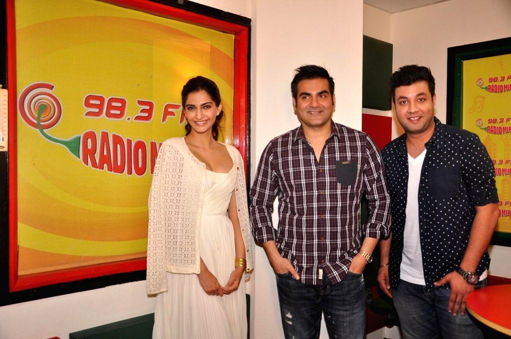 Actors Sonam Kapoor, Varun Sharma and filmmaker Arbaaz Khan at Radio Mirchi studio for promotion of his upcoming film Dolly Ki Doli in Mumbai, on Jan. 09, 2015. - Sonam Kapoor, Varun Sharma and Arbaaz Khan