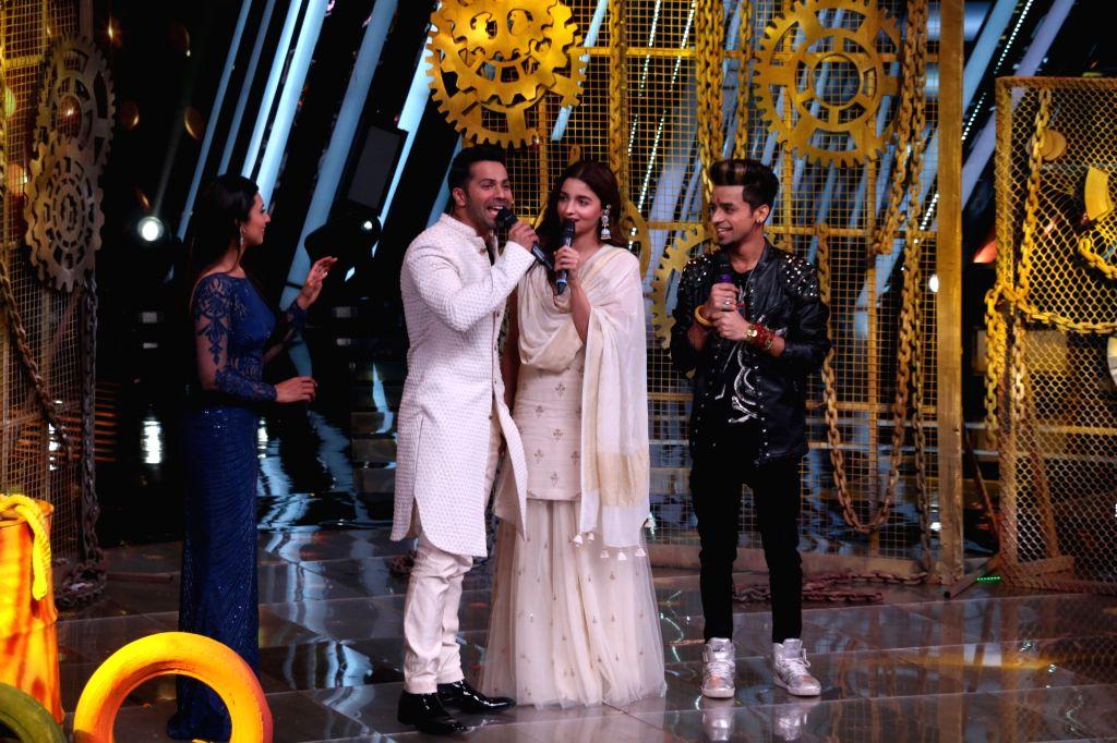 """Mumbai: Actors Varun Dhawan and Alia Bhatt during the promotion of film Kalank on the sets of """"The Voice"""" in Mumbai on April 9, 2019. (Photo: IANS) - Varun Dhawan and Alia Bhatt"""