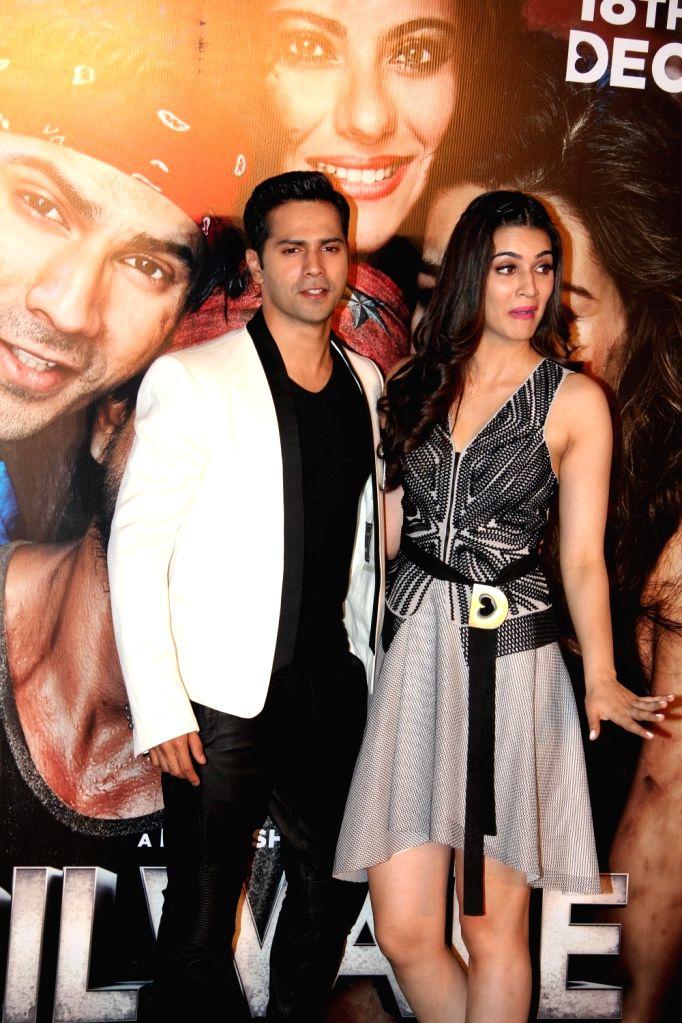 :Mumbai: Actors Varun Dhawan and Kriti Sanon during the trailer launch of film Dilwale in Mumbai on Nov 9, 2015. (Photo: IANS). - Varun Dhawan, Kriti Sanon, Rukh Khan and Rohit Shetty