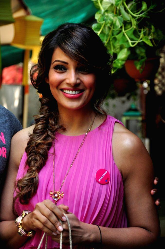 :Mumbai: Actress Bipasha Basu at Mumbai SBI Pinkathon press announcement in Mumbai, on Nov 19, 2015. (Photo: IANS). - Bipasha Basu