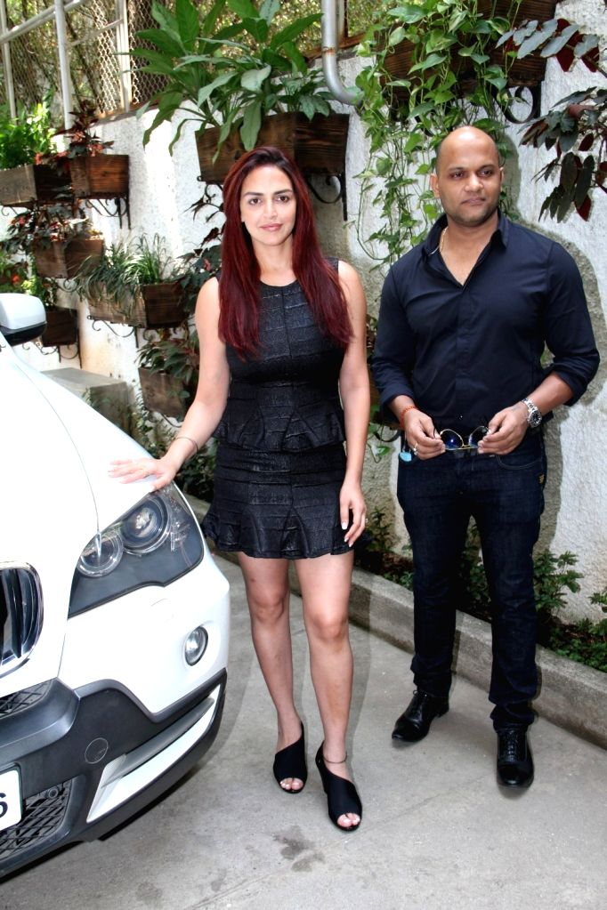 Actress Esha Deol and filmmaker Satyajit Chourasia during the trailer launch of film Barefoot to Goa in Mumbai on March 24, 2015. - Esha Deol