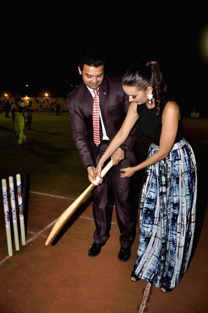 Actress Evelyn Sharma and actor Mahaakshay Chakraborty during the Mitsui Shoji T20 Cricket League 2015 organised by Sagar Samir International and Shaurya Jems in Mumbai, on April 27, 2015. - Evelyn Sharma and Mahaakshay Chakraborty