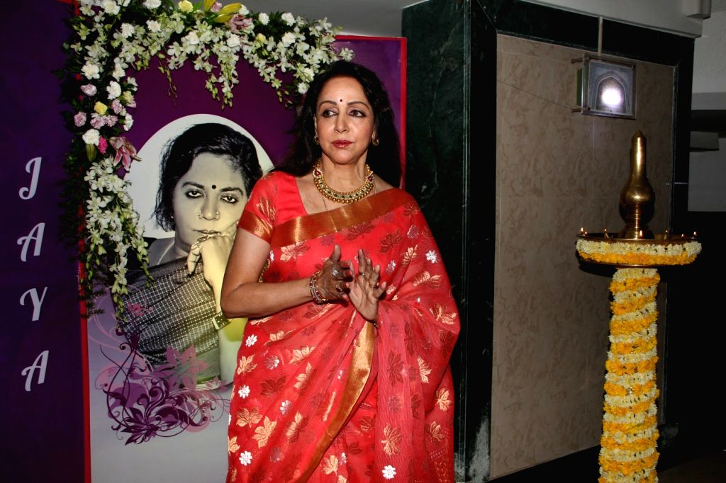 : Mumbai: Actress Hema Malini during the ``Jaya Smriti- a dance tribute`` to her late mother Jaya Chakravarthi in Mumbai, on November 15, 2015. (Photo: IANS). - Hema Malini