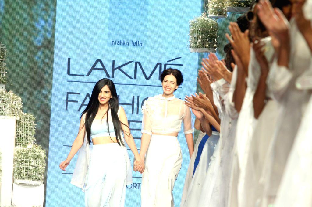 Actress Kalki Koechlin walks the ramp as showstopper for designer Nishka Lulla show at LFW Summer/Resort 2015 in Mumbai on March 21, 2015 - Kalki Koechlin