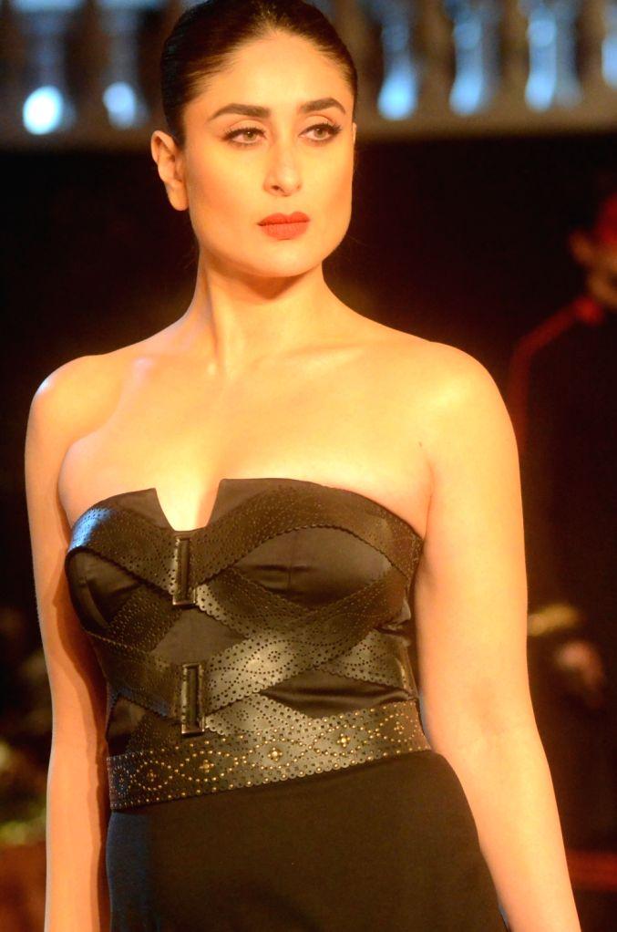 Mumbai: Actress Kareena Kapoor Khan showcases the creation of fashion designers Shantanu and Nikhil during Lakme Fashion Week (LFW) Summer/Resort 2019 in Mumbai, on Feb 3, 2019. (Photo: IANS) - Kareena Kapoor Khan