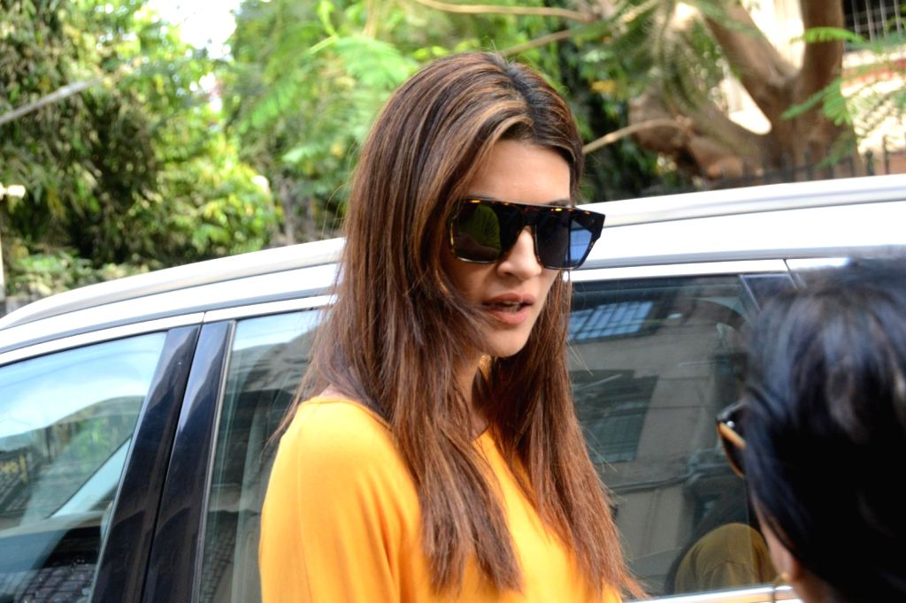 Mumbai: Actress Kriti Sanon seen in Mumbai's Andheri, on May 17, 2019. (Photo: IANS) - Kriti Sanon