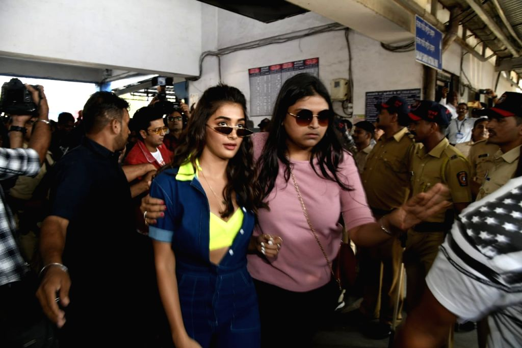 """Mumbai: Actress Pooja Hegde arrives at Borivali railway station to travel by a special promotional train from Mumbai to Delhi as part of 'Housefull4Express' rail journey during """"Housefull 4"""" promotions, in Mumbai on Oct 16, 2019. (Photo: IANS) - Pooja Hegde"""