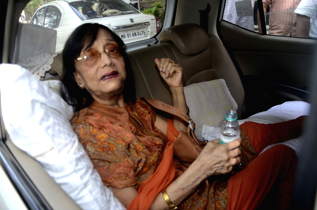 Actress Sadhana arrives to meet Joint Commissioner of Police Atul Kulkarni to complain against a builder for harassing her in Mumbai, on April 7, 2015.