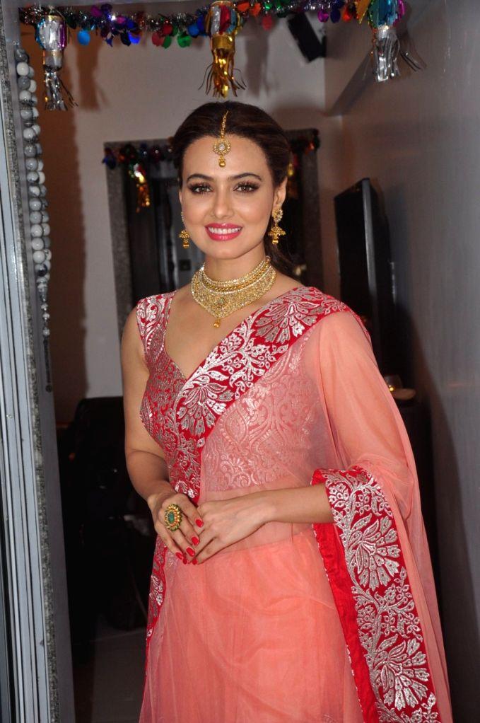 :Mumbai: Actress Sana Khan during a Diwali photo shoot in Mumbai, on Nov 4, 2015. (Photo: IANS).