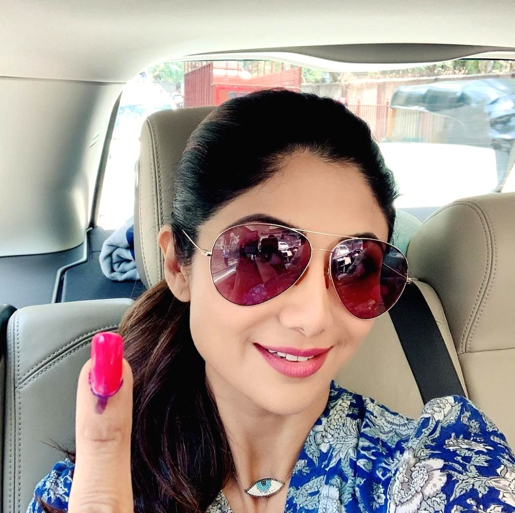 Mumbai: Actress Shilpa Shetty shows her forefinger marked with indelible ink after casting her vote for the fourth phase of 2019 Lok Sabha elections, in Mumbai on April 29, 2019. (Photo: IANS) - Shilpa Shetty