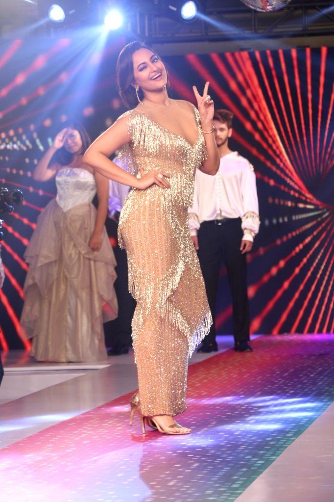Mumbai: Actress Sonakshi Sinha at streax professional show 'Retro Remix', in Mumbai, on June 24, 2019. (Photo: IANS) - Sonakshi Sinha