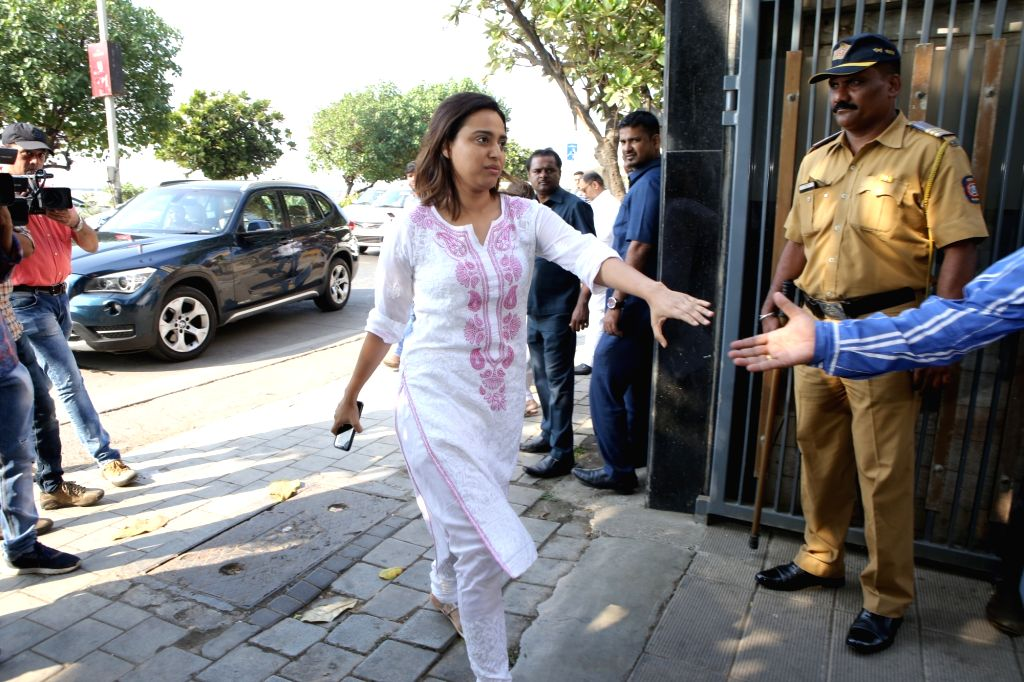 Mumbai: Actress Swara Bhaskar arrives at the residence of Raj Kumar Barjatya who died on in Mumbai on Feb 21, 2019. (Photo: IANS) - Swara Bhaskar and Kumar Barjatya