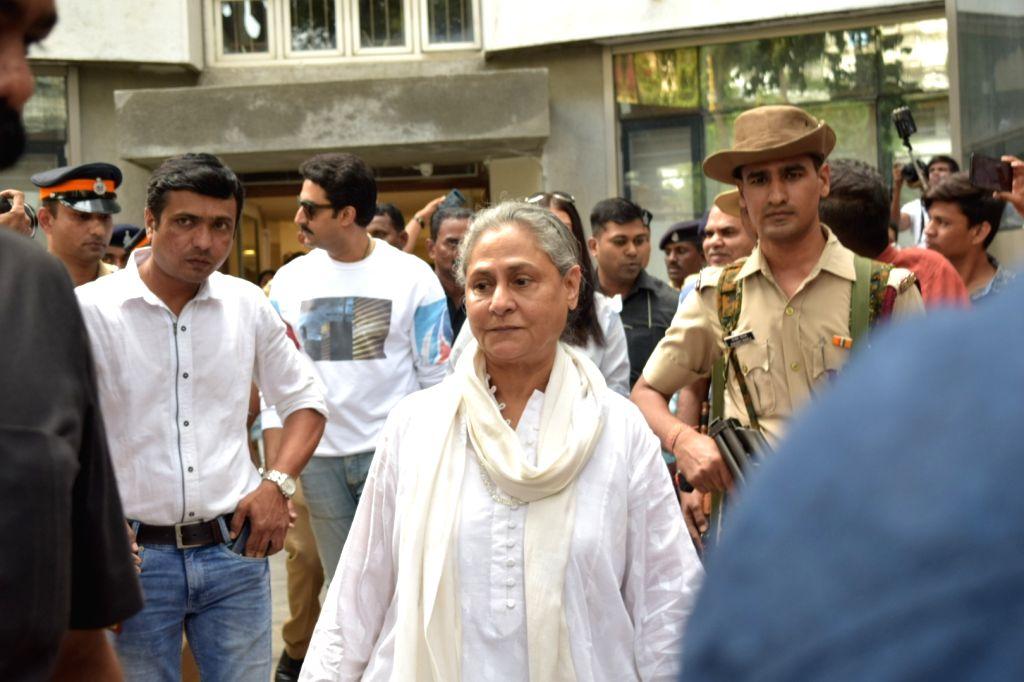Mumbai: Actress turned politician Jaya Bachchan arrives to cast her vote for Maharashtra Assembly elections, in Mumbai on Oct 21, 2019. (Photo: IANS) - Jaya Bachchan